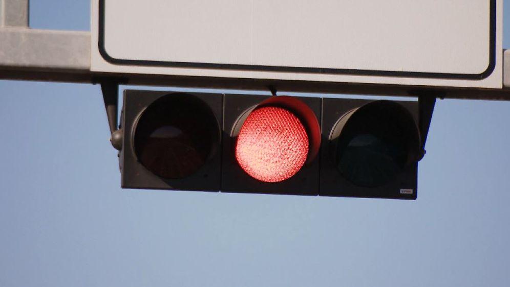 Crveno svjetlo na semaforu (Foto: Dnevnik.hr)