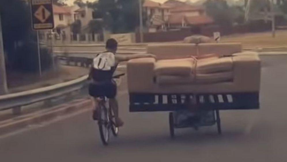 Kauč (Foto: Screenshot/YouTube)