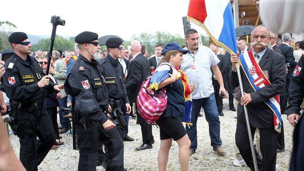 Policija legitimirala i udaljila dvije osobe s komemoracije u Bleiburgu (Foto: Goran Stanzl/PIXSELL)