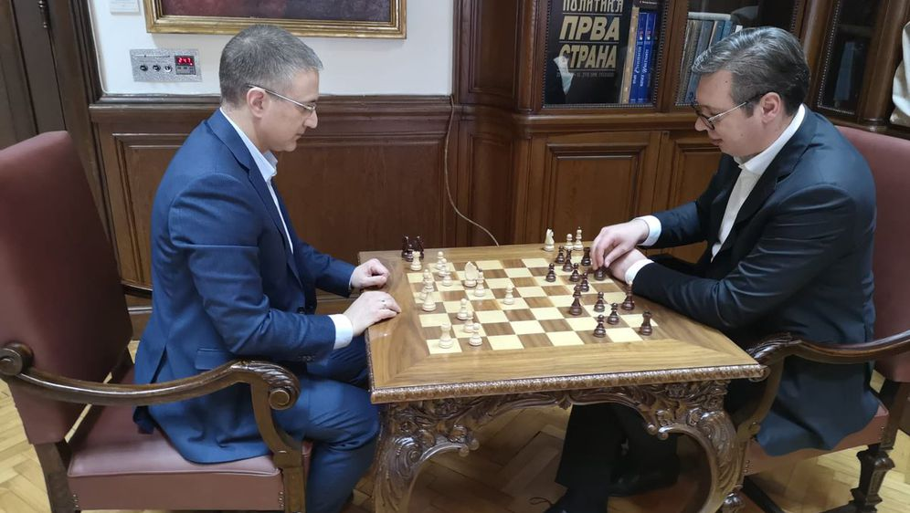 Vučić i Stefanović igraju šah (Foto: Twitter)