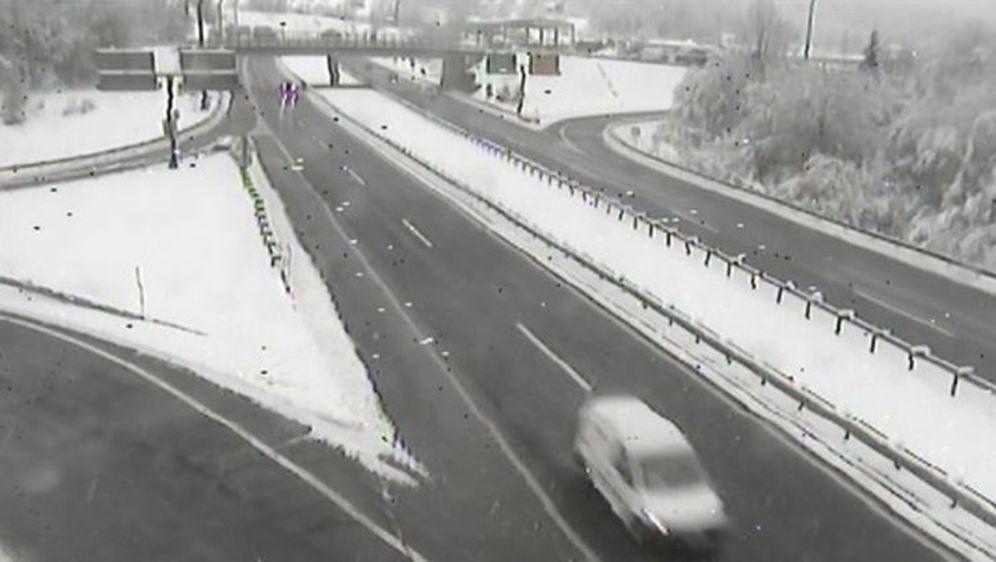 Snijeg na autocesti A6 (Foto: screensot/HAK)