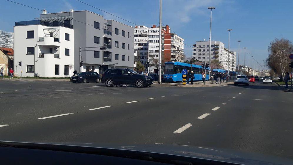 Prometna nesreća na križanju Horvaćanske i Petrovaradinske (Foto: Dnevnik.hr)