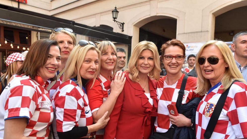 Predsjednica s navijačima (Foto: Facebook Ured Predsjednice)