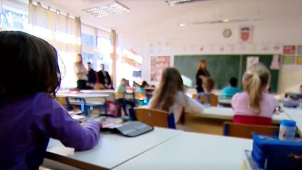 Učenici u razredu, ilustracija