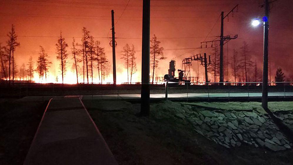 Komsomolsk na Amuru u okruženju - vatrena stihija hara Sibirom (Foto: Screenshot Siberian Times)