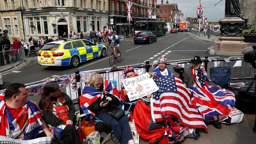 Fanovi ispred dvorca Windsor (Foto: AFP)