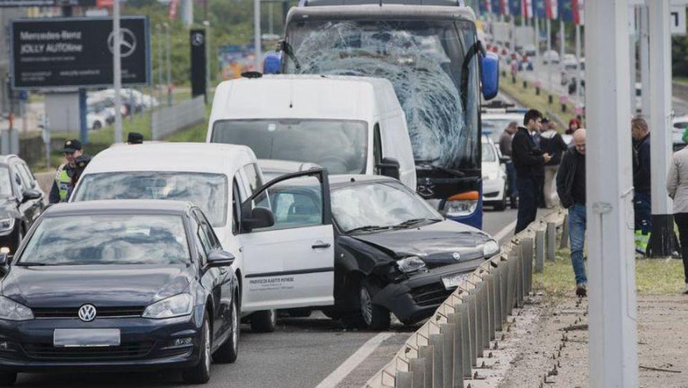 Zagreb: U lančanom sudaru na Slavonskoj av. sudjelovali autobus, kombi i više osobnih vozila (Foto: Davor Puklavec/PIXSELL)