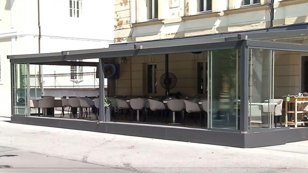 Terasa kafića, ilustracija - 1