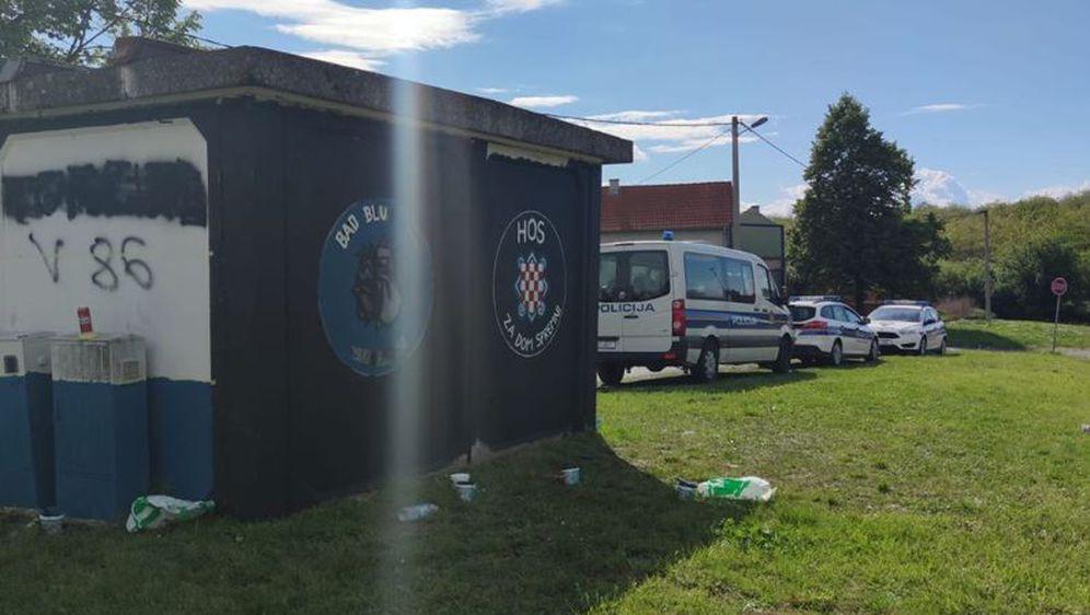 Trafostranica u Vukovaru s grbom HOS-a