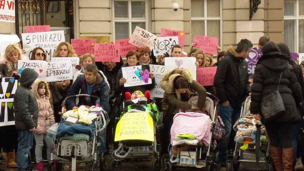 Prosvjed roditelja djece oboljele od spinalne mišićne atrofije na Markovom trgu (Foto: DNevnik.hr)
