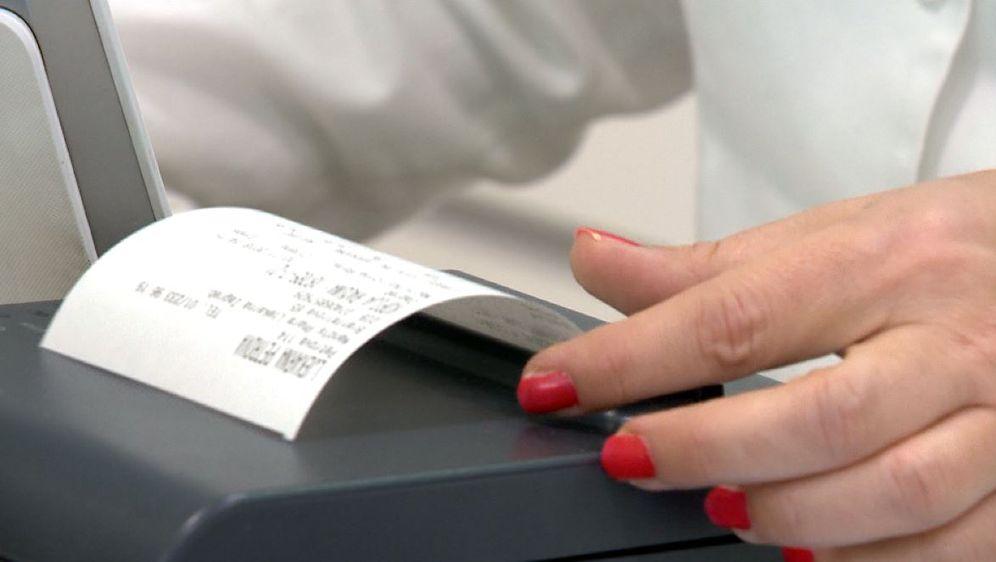 Vađenje računa (Foto: Dnevnik.hr)