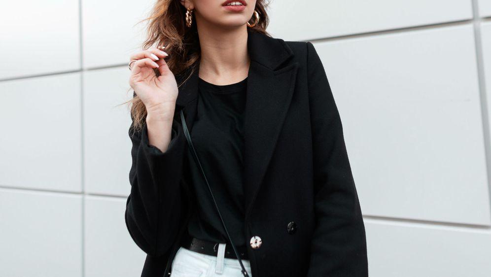 Crni kaput je klasik koji ne izlazi iz mode