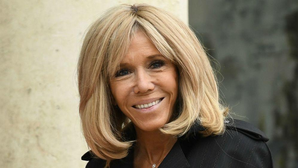 Brigitte Macron u svom ormaru ima fantastične odjevne komade