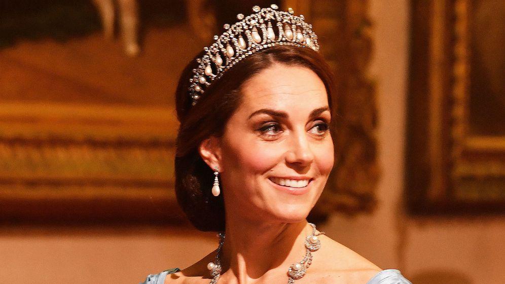 Catherine Middleton na banketu u čast nizozemskom kralju i kraljici