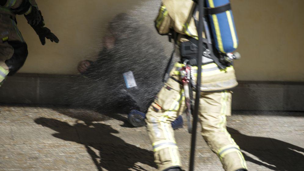 Pokušao se zapaliti ispred zgrade Europske komisije (Foto: AFP) - 2