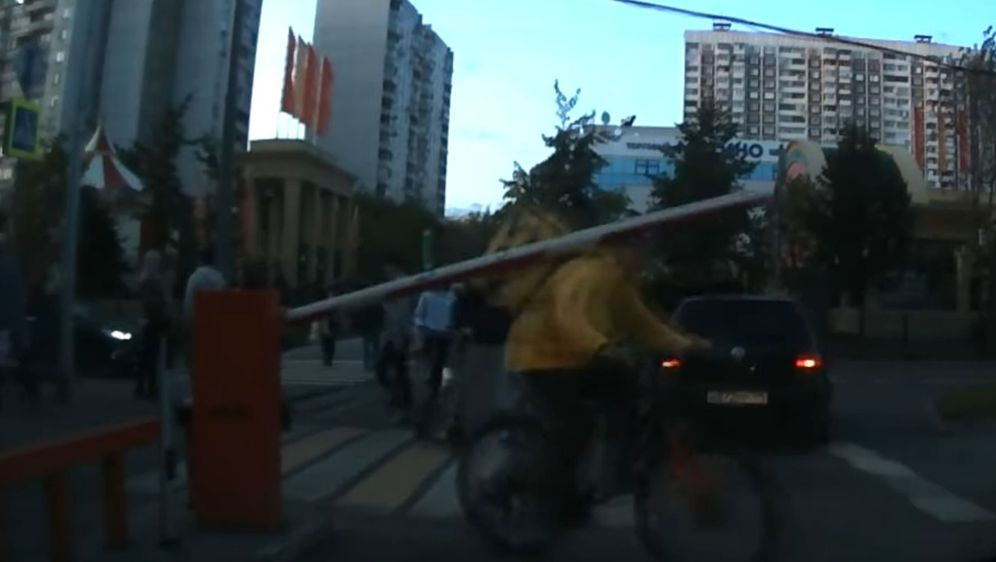 Rampa i biciklist (Foto: Screenshot/YouTube)