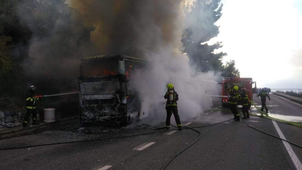Izgorio autobus kod Makarske (Foto: Dalmacija Danas) - 1