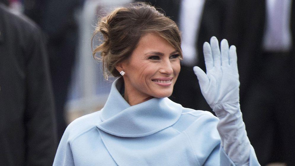 Melania Trump u haljini i jaknici Ralpha Laurena na inauguraciji 2017. godine