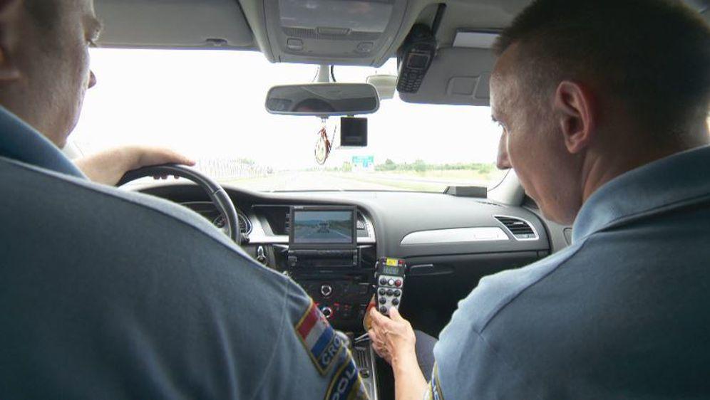 Policajci za volanom (Foto: Dnevnik.hr)