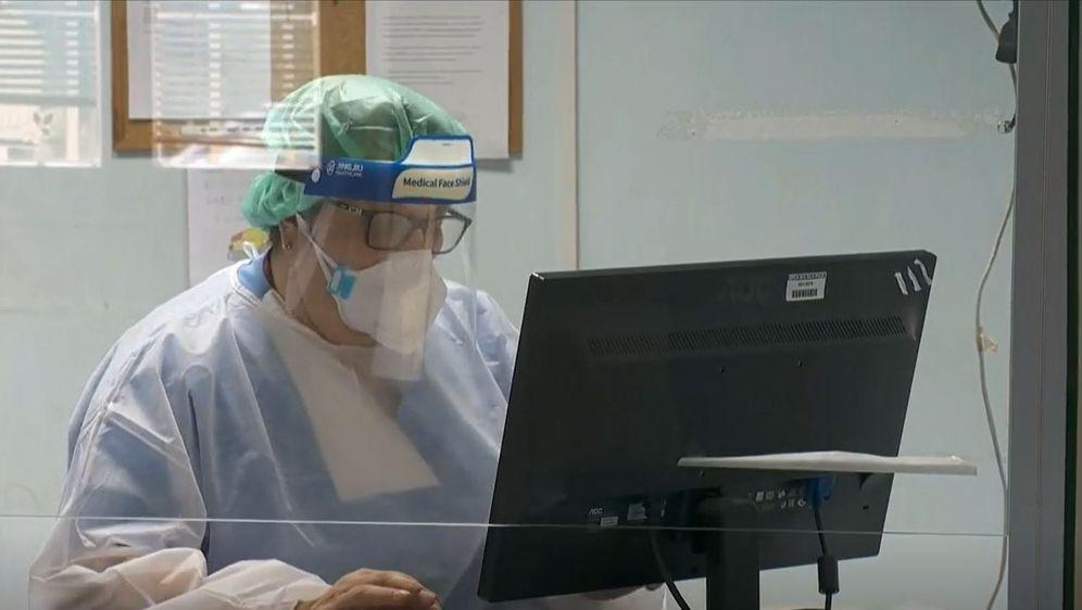 Doktorica za računalom, ilustracija