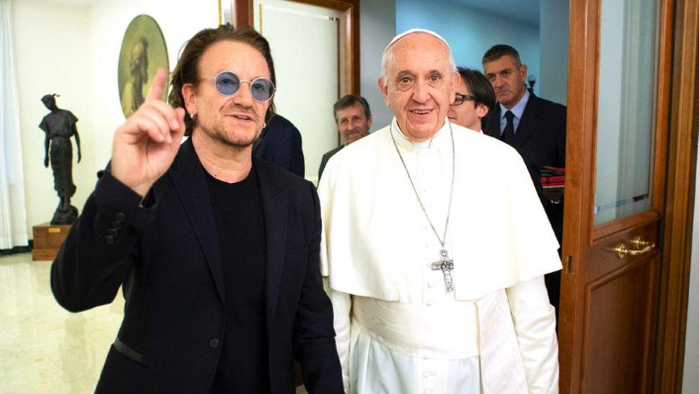 Bono i papa (Foto: AFP)
