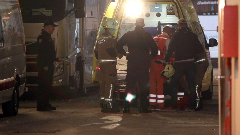 Teška ozljeda vatrogasca na utakmici Hajduka i Dinama (Foto: Miranda Cikotic/PIXSELL)