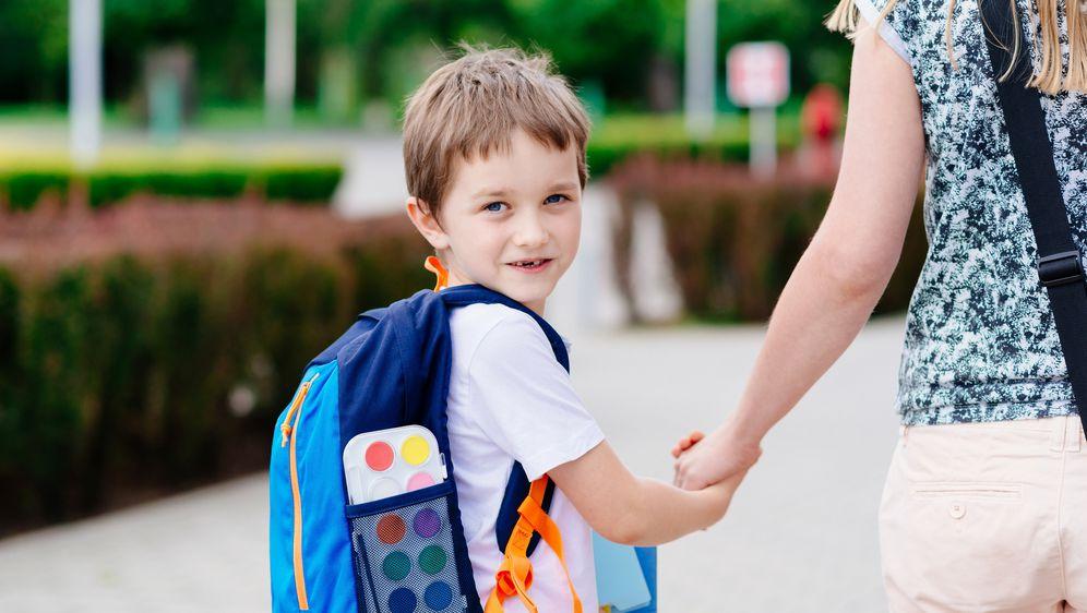 Školski pribor i torba osnovne su potrepštine svakog školarca