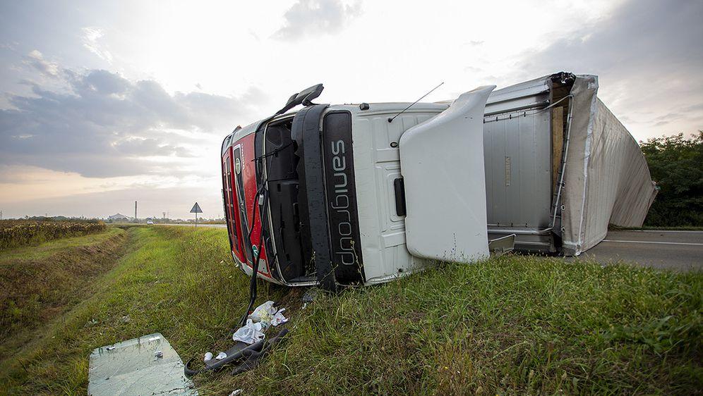 Kod Virovitice se prevrnuo kamion (Foto: icv.hr) - 3