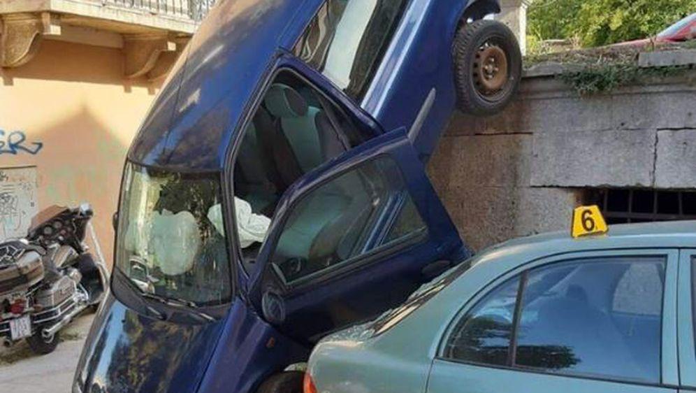 Automobil pao na kolnik u Puli (Foto: Dnevnik.hr)