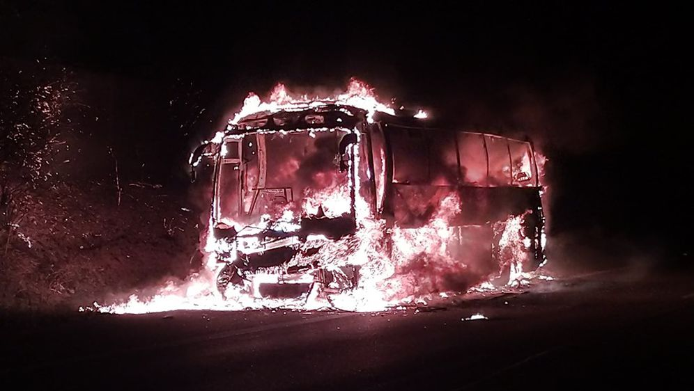 Izgorio autobus u Njemačkoj (Foto: Facebook/Feuerwehr Pforzheim)