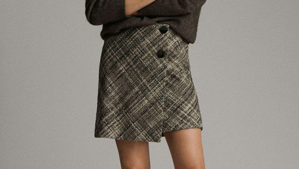 Kratka suknja od tvida kariranog uzorka odličan je izbor za jesen