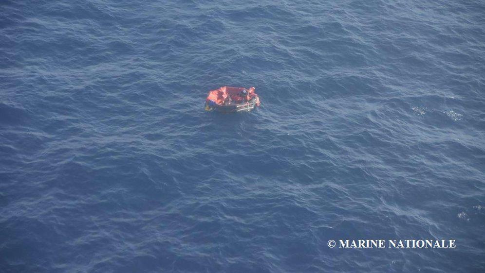 Potraga za posadom potonulog tegljača (Foto: Marine Nationale)