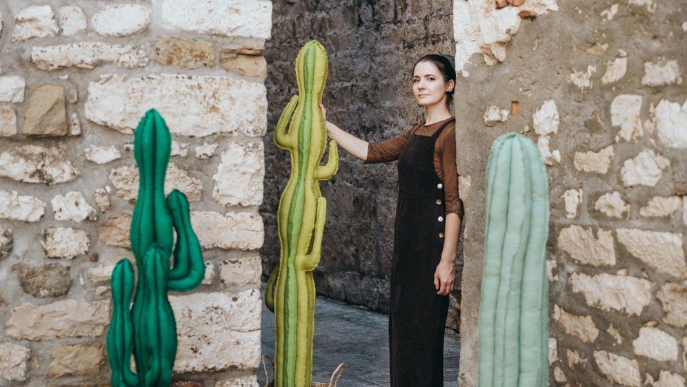Marta Lučin iz Trogira izrađuje kaktuse od recikliranih materijala i odbačenih predmeta