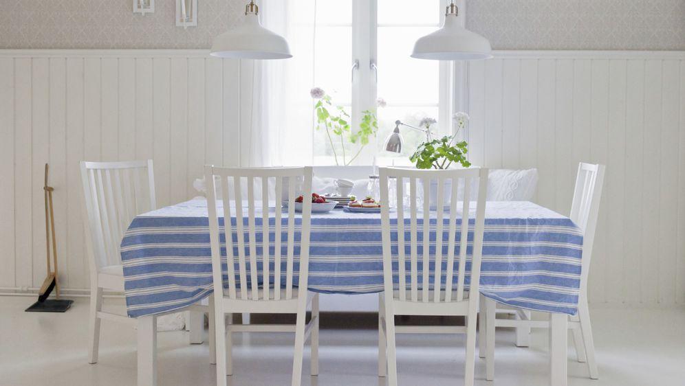 Prugasti stolnjak osvježit će izgled čitave kuhinje