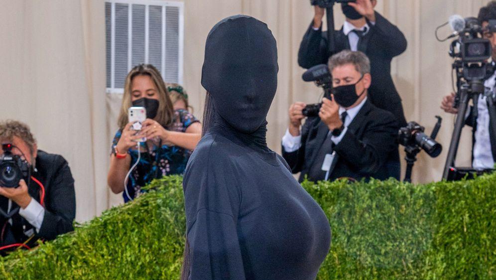 Kim Kardashian u kreaciji modne kuće Balenciaga na Met Gali