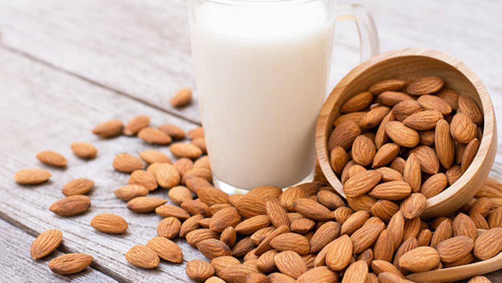 Bademovo mlijeko, ilustracija