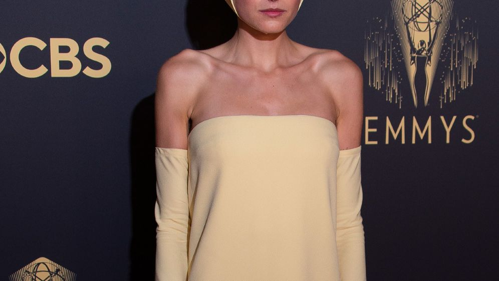 Emma Corrin na Emmyjima 2021. godine