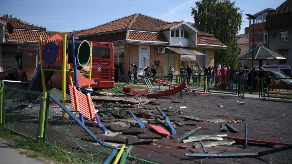 Autobusom uletio na dječje igralište - 6