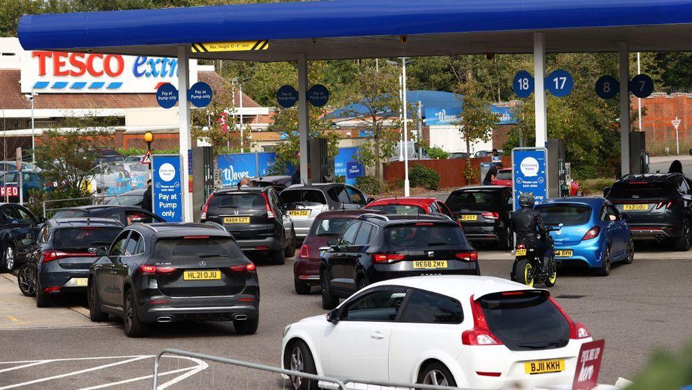 Velike gužve na benzinskim postajama zbog nestašice goriva u Velikoj Britaniji - 8